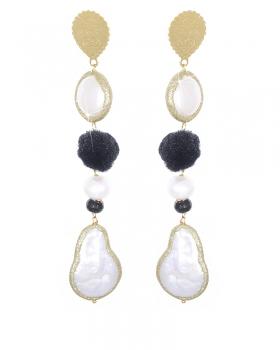 Orecchini color Oro con Perle naturali e pom pom nero