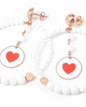 Orecchini di perle con pendente smaltato cuore rosso e metallo color rosa