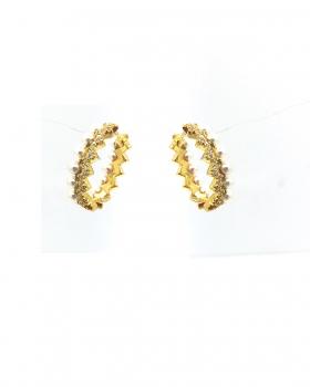 orecchino cerchio ovale con un lato a decorazione  zig zag l'altro con perle e zirconi pavè centrali tutto in argento 925 bagnato in oro giallo